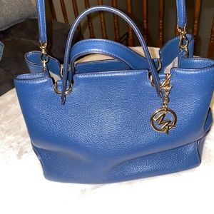 MICHAEL KORS ANABELLE LEATHER NAVY BLUE GOLD PURSE